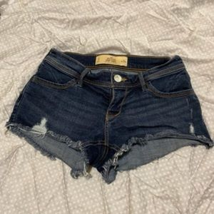 Hollister size 0 w24 distressed shorts